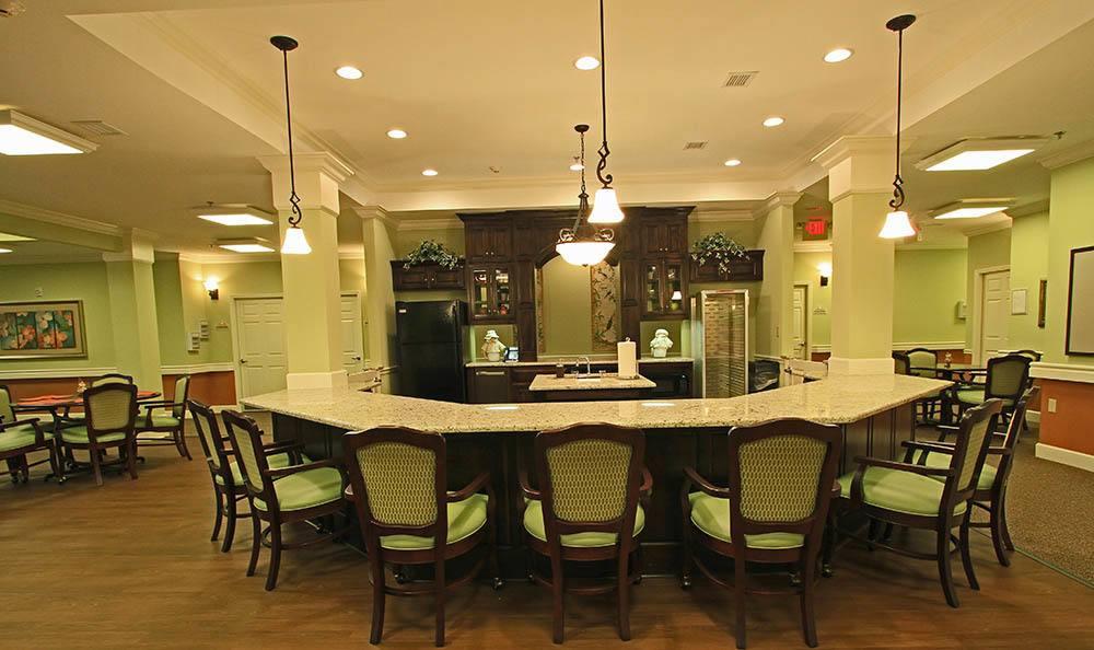 Group dining at Benton House of Tiffany Springs in Kansas City, MO