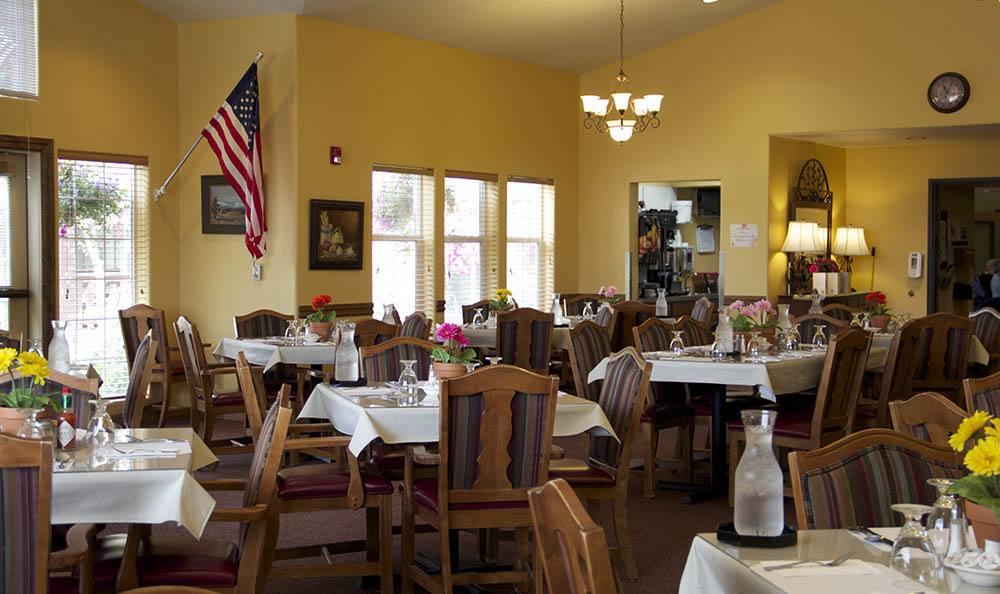 Salem, OR senior living dining hall