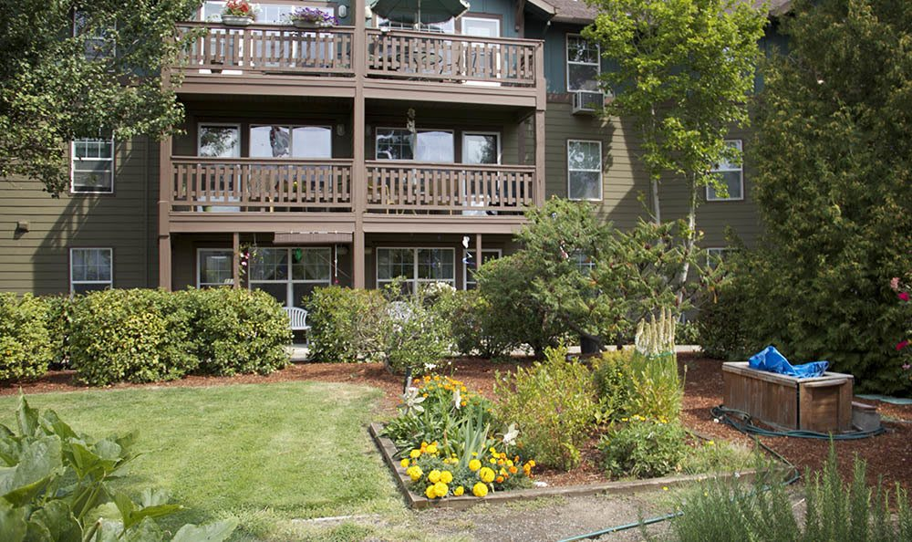 Your green thumb can tend to our senior living gardens in Salem, OR