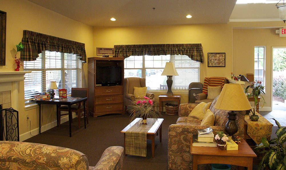 Kick back and relax in our Salem, OR senior living common room