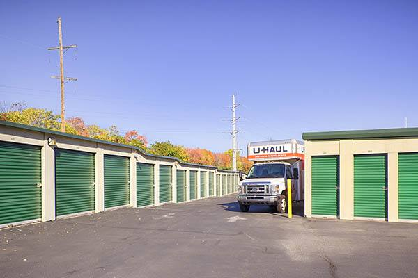 Metro Self Storage Wi units and U-Haul truck