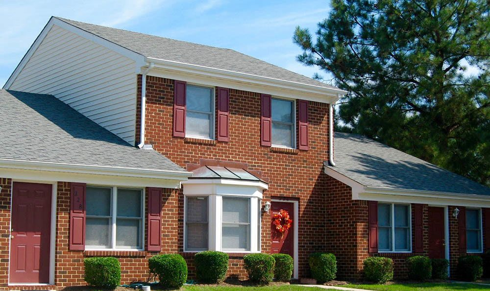 exterior of Beamon's Mill Townhomes in Suffolk, VA