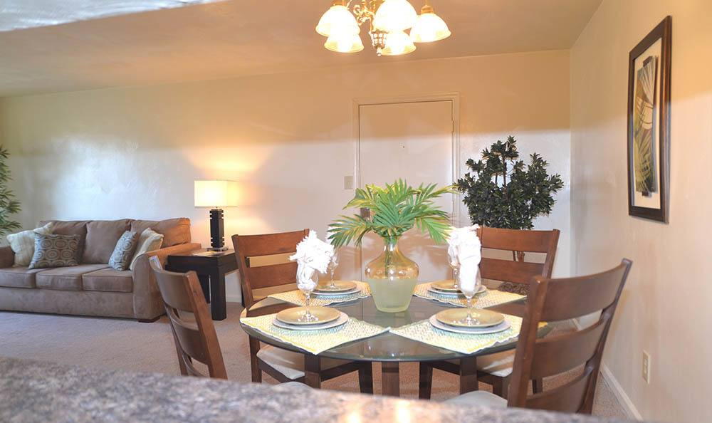 dining room at Biltmore Commons Apartments in Portsmouth, VA