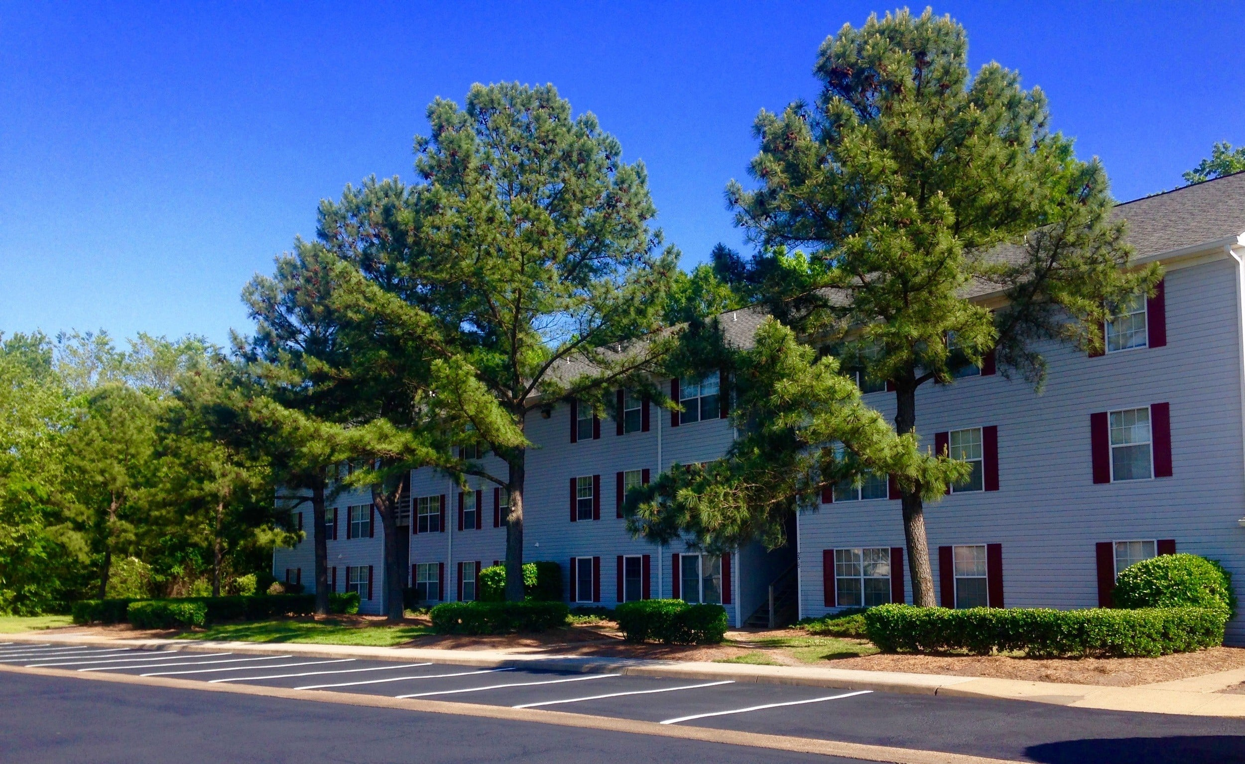 exterior of Biltmore Commons Apartments in Portsmouth, VA