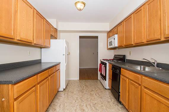Parktowne Apartments Kitchen in Highland Park, NJ