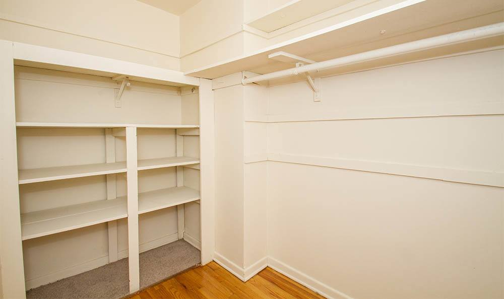 Parktowne Walk In Closet in Highland Park, NJ