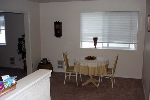 spacious apartment dinning in Woodway Assisted Living