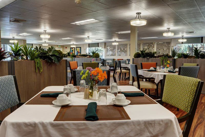 Wonderful dining area at senior living in Eugene