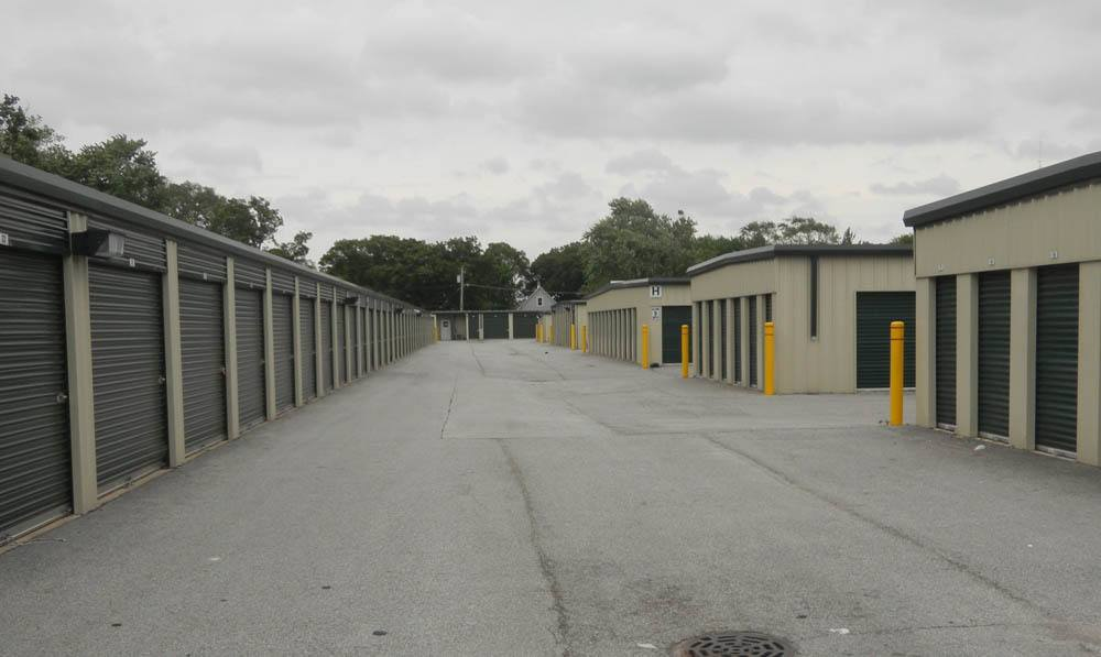 Spacious isles at Global Self Storage in Dolton, IL
