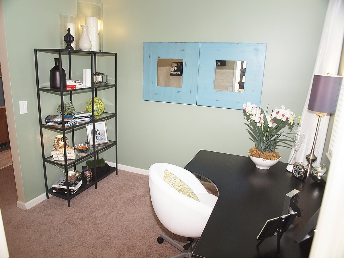 Personal office space at Sterling Lakes in Mason, Ohio
