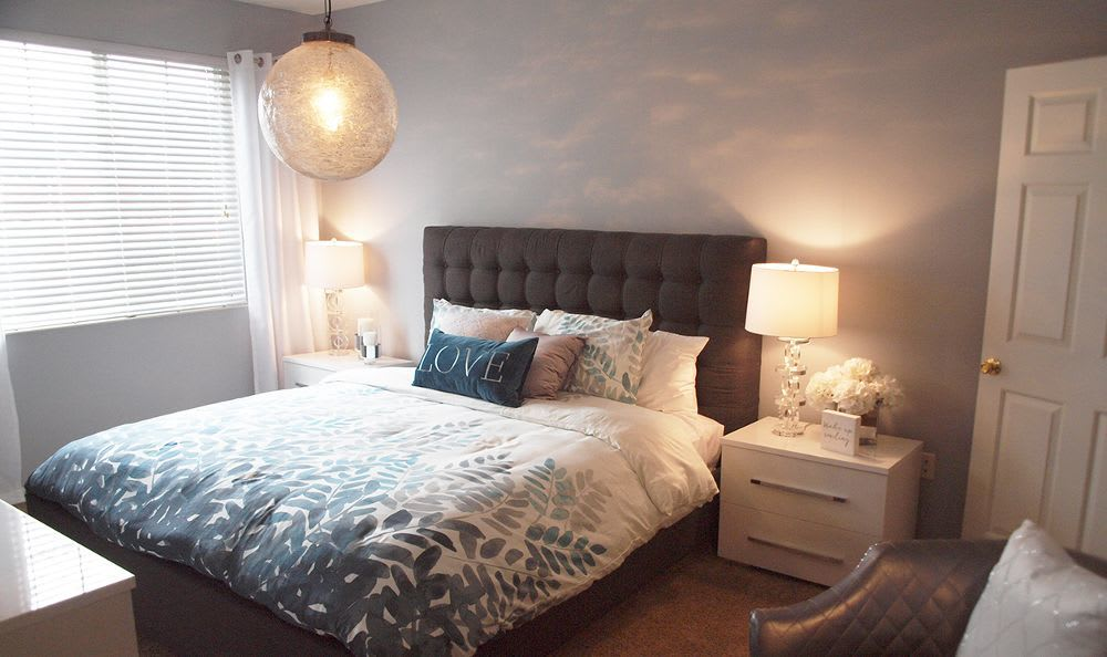 well decorated bedroom at The Landings at Beckett Ridge in