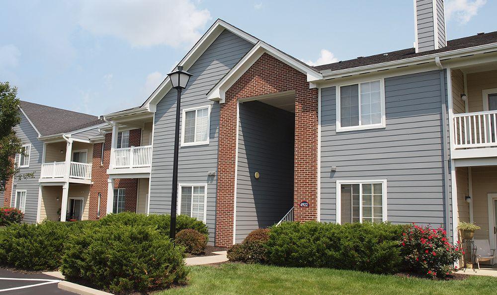exterior apartments at The Landings at Beckett Ridge in