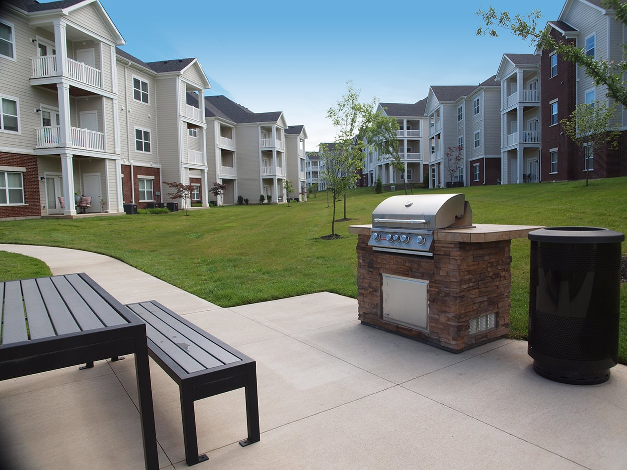 outdoor bbq and community space at Meridian on Shelbyville in Louisville, Kentucky