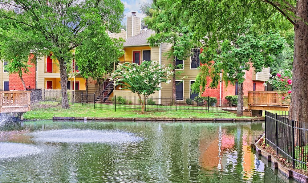 Lake with fountains at Houston apartments