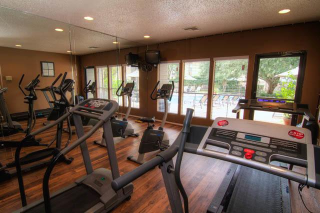 Fitness center at Applewood Village Apartments