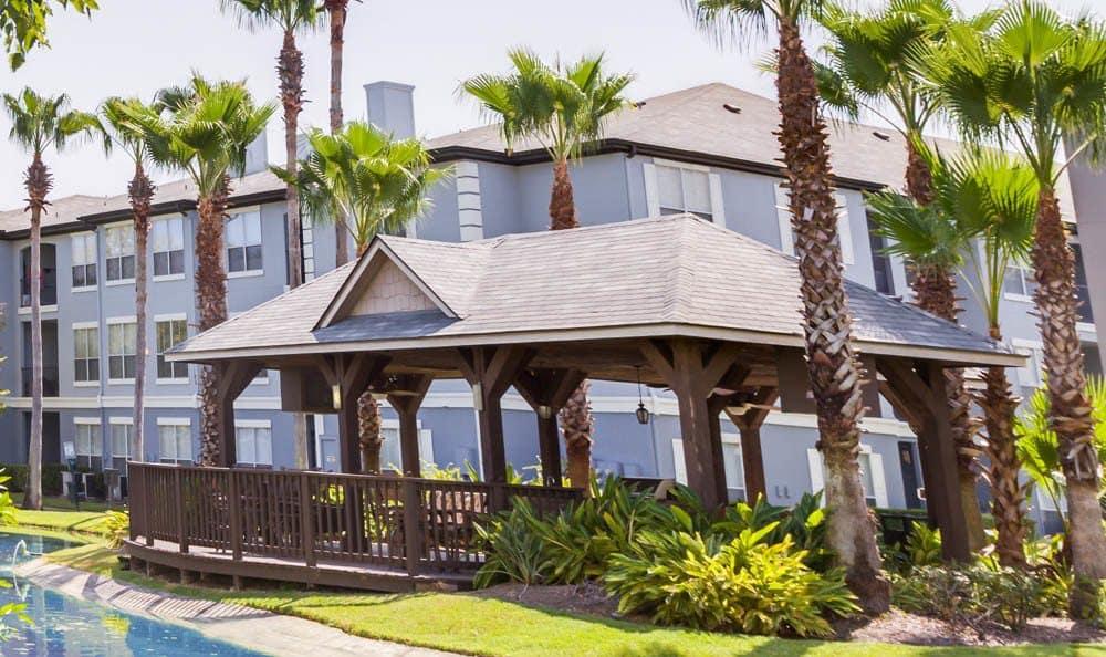 courtyard at Palms at Clear Lake apartments