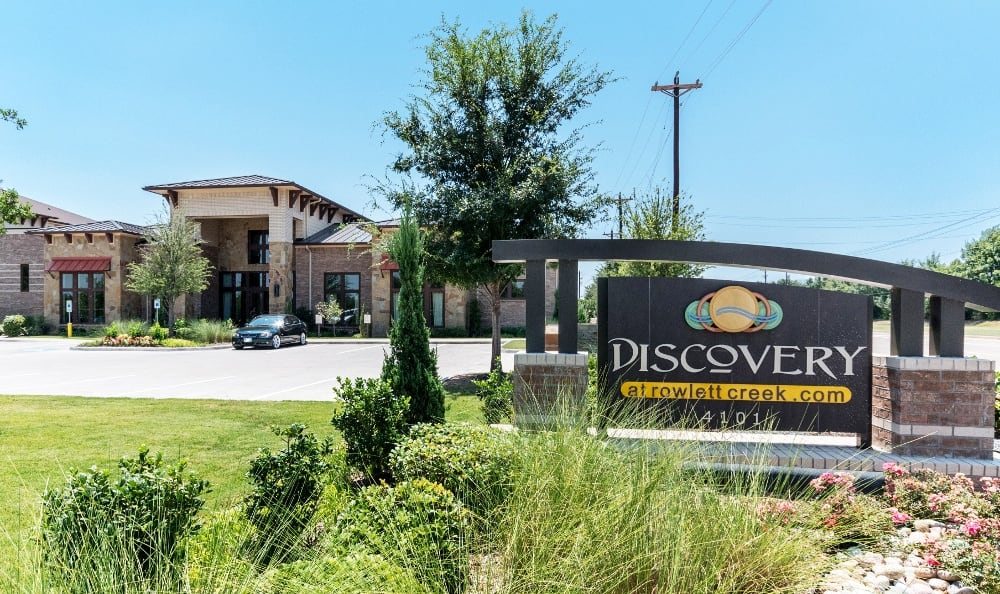 Monument Sign at Discovery at Rowlett Creek apartments