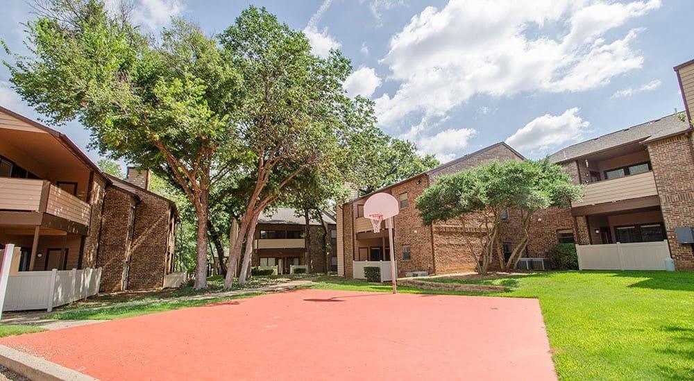 Basketball court at Advenir at Park Boulevard in Grapevine, TX