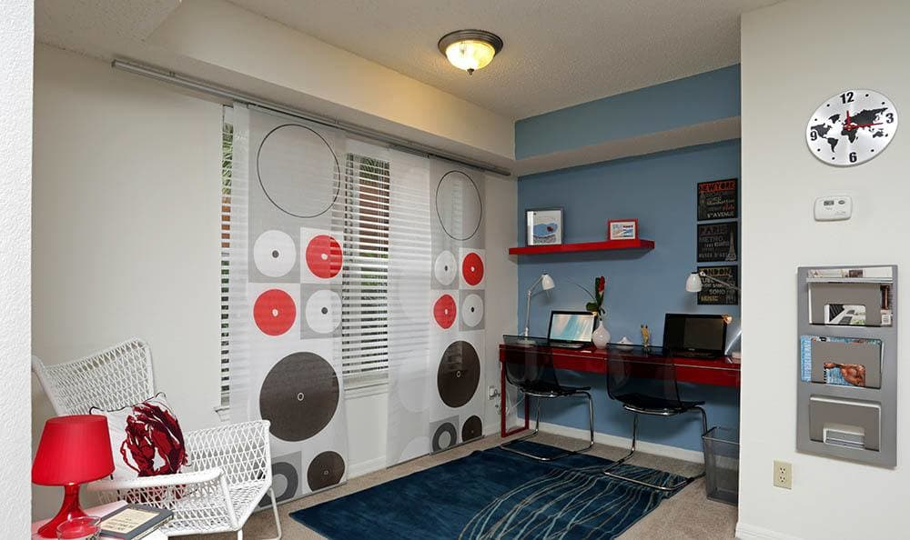 Computer room at apartments in FL