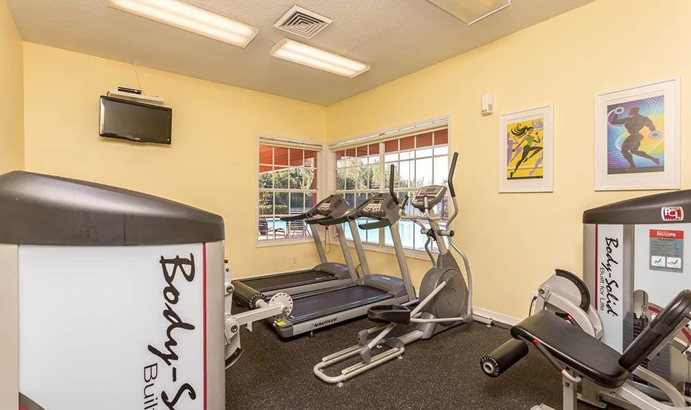Fitness center at apartments in Miami