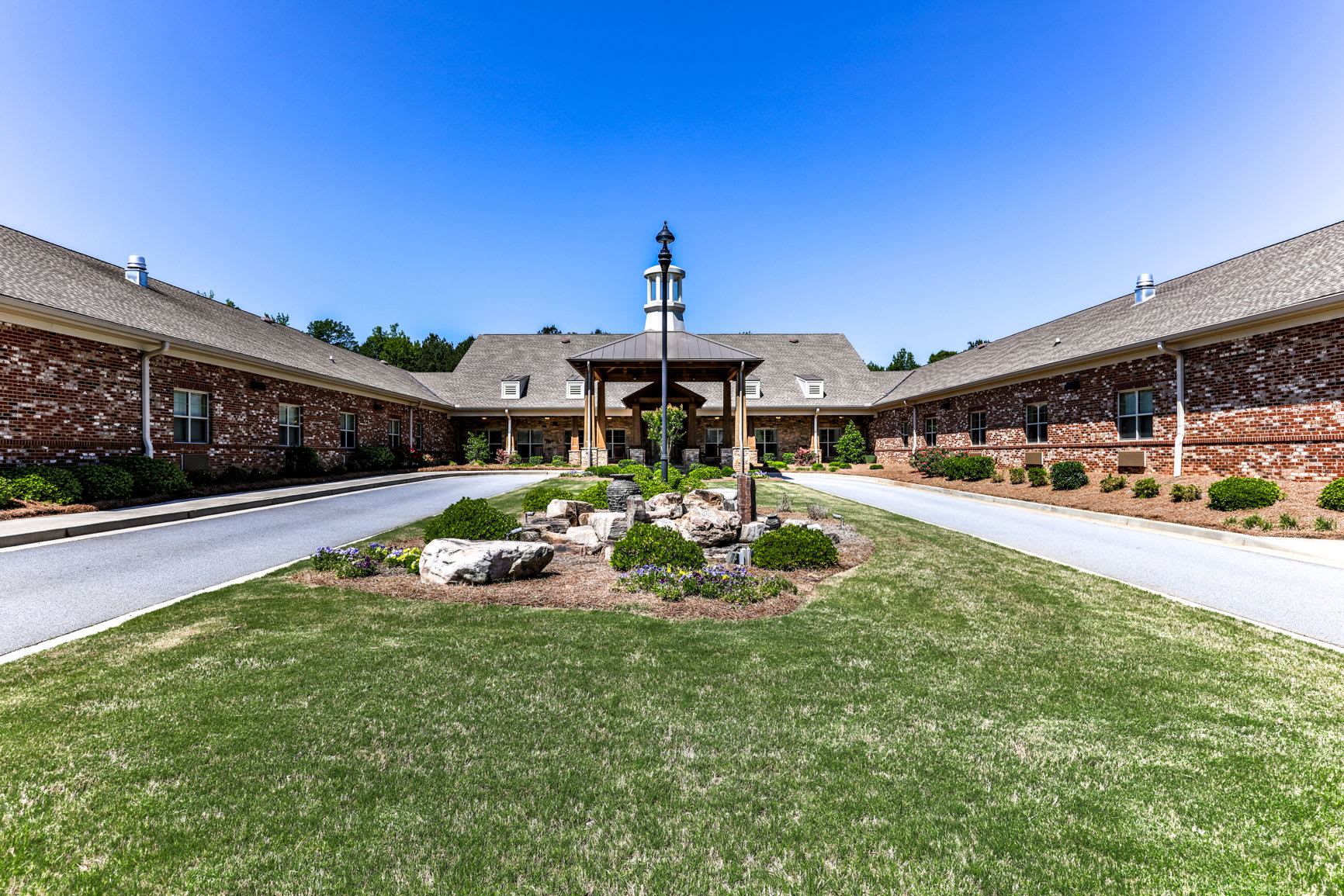 Enjoy the services and amenities that offers Hope Center Memory Care