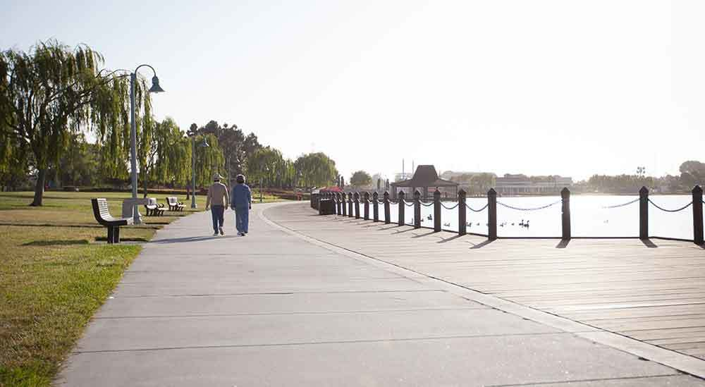 Harbor Cove Apartments has lakeside walkways