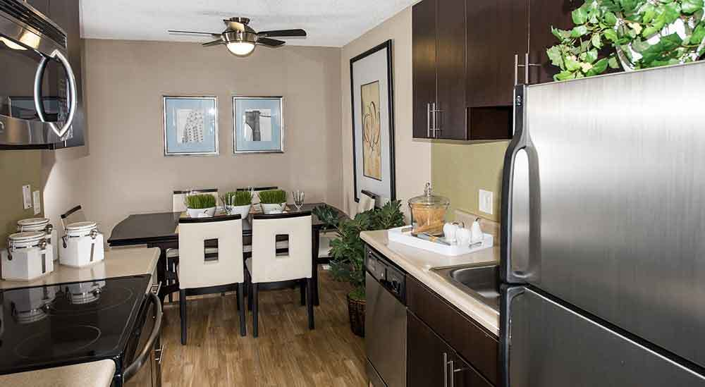 Harbor Cove Apartments kitchen and dining room