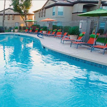 Swimming pool and sun chairs at Chandler apartments for rent