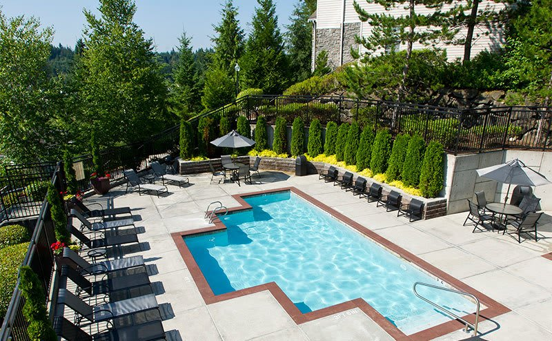 Spacious pool area at the apartments for rent in Sammamish