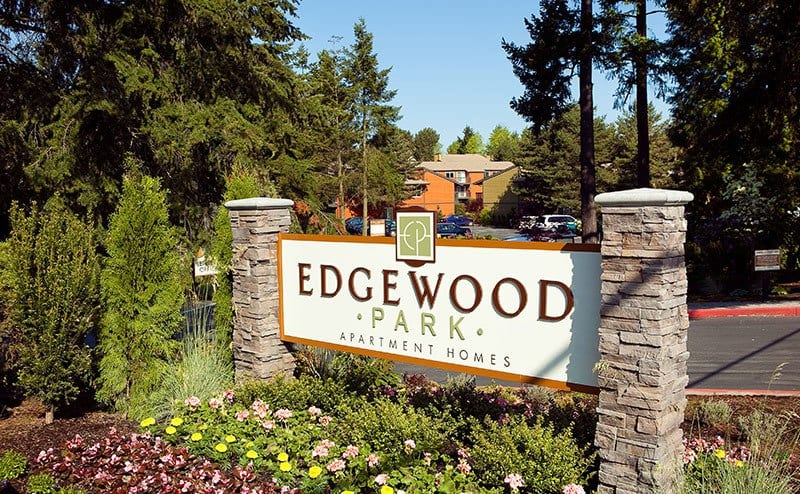 Welcoming front entrance at the apartments for rent in Bellevue