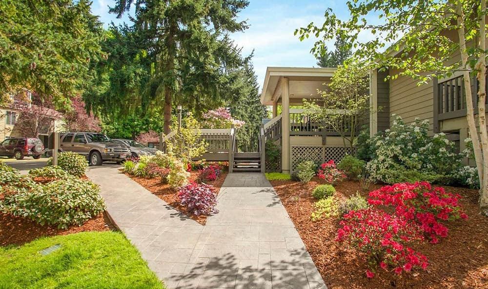 Beautiful landscaping at apartments in Kirkland