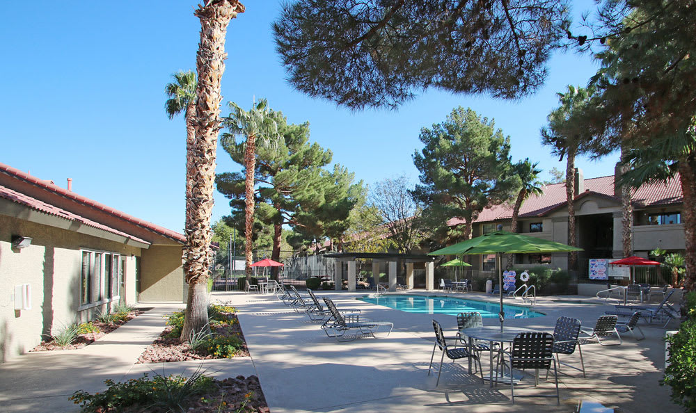 Crystal Creek Apartments Apartments sparkling pool