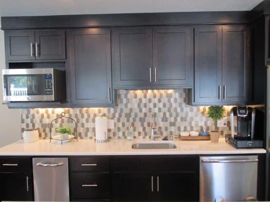 Enjoy the apartment amenities at Lakeside Village Apartments