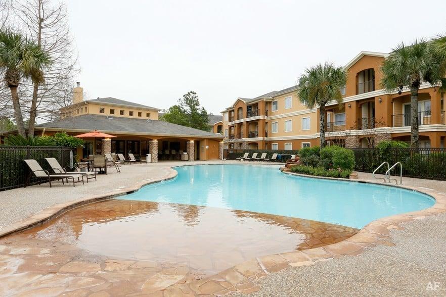 Timberlakes at Atascocita pool