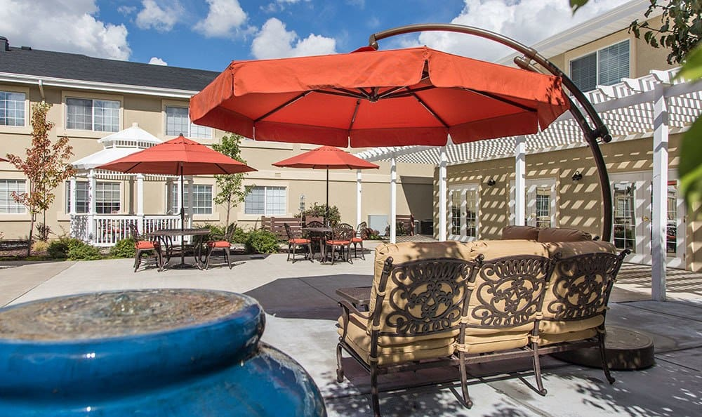 Outdoor patio for residents to enjoy at Chancellor Gardens at Clearfield in Clearfield, UT