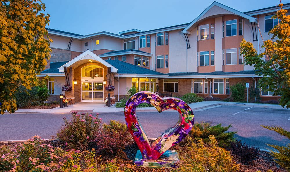 Clean exterior building at the senior living facility in Loveland