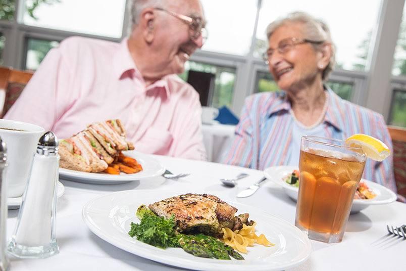 Dining at the senior living community in Loveland