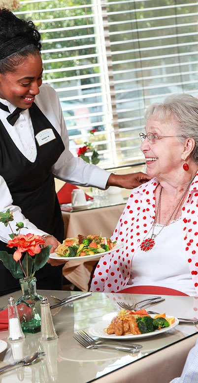 Professional dining at the senior living community in Cedar Hills