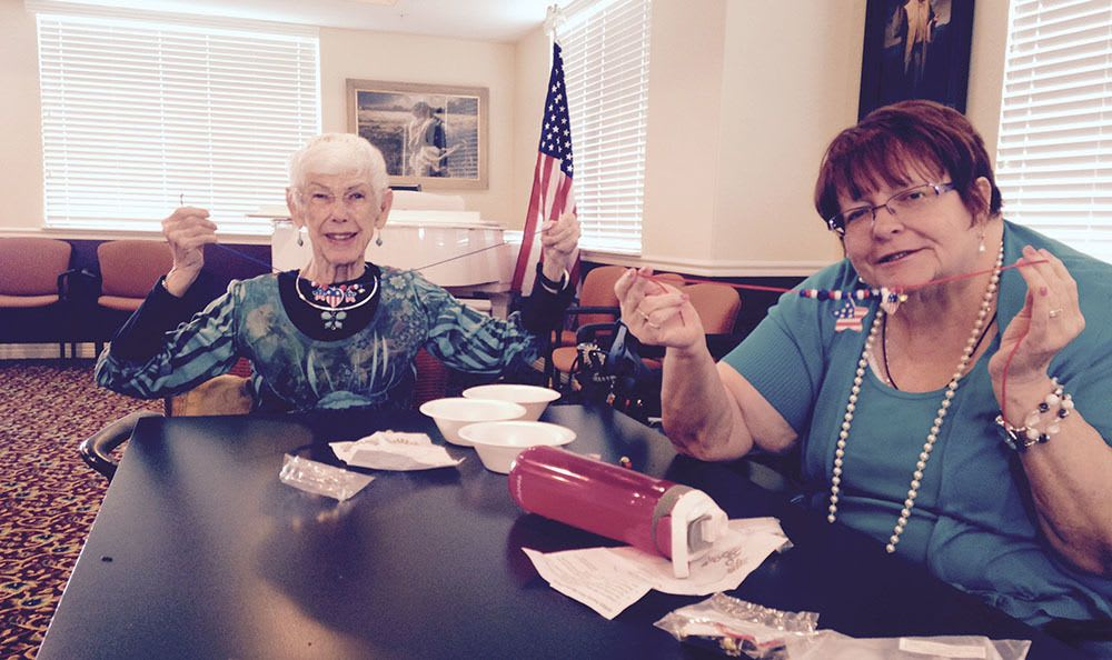 Senior living in Cedar Hills makes arts and crafts for Holidays