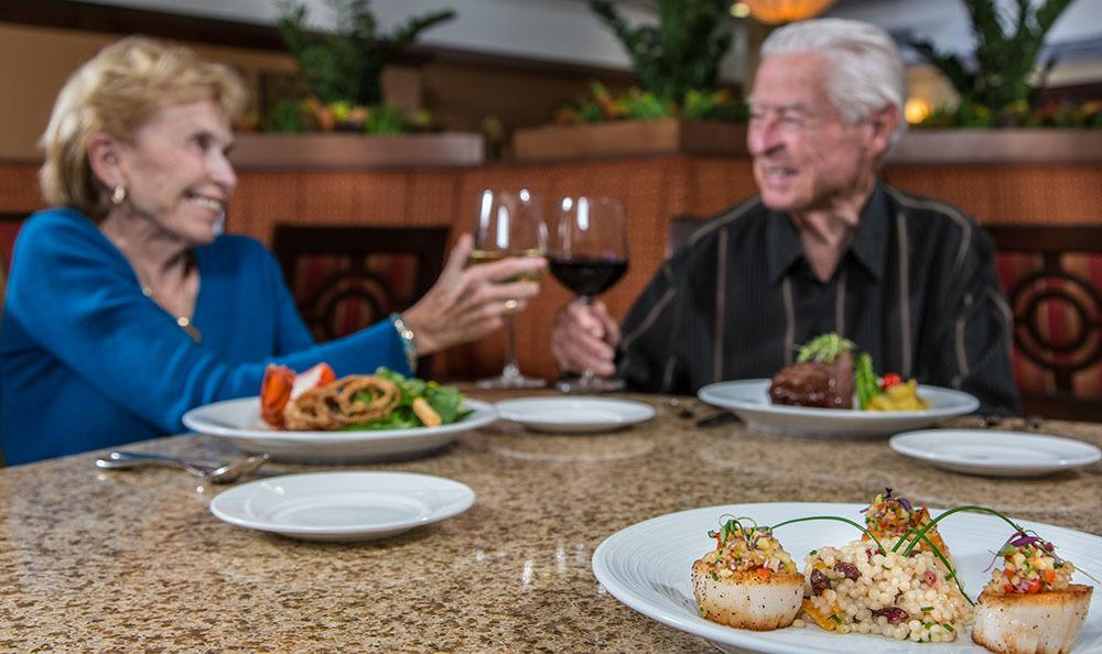 Excellent food and wine choices at Tucson senior living community