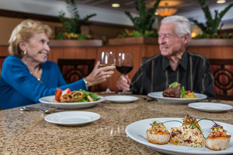 Dining at the senior living community in Tucson