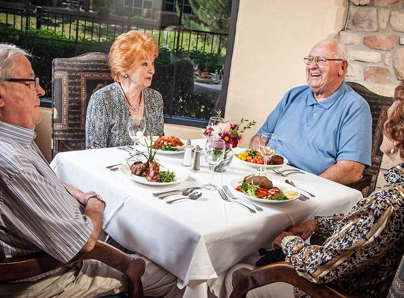 Dining at the senior living community in Mercer Island