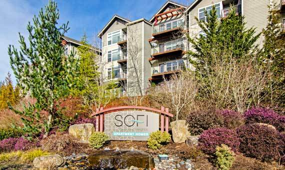 Luxury entryway at Sofi at Forest Heights in Portland, OR