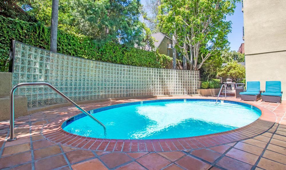 Beautiful hot tub at Madison Hancock Park in Los Angeles, CA