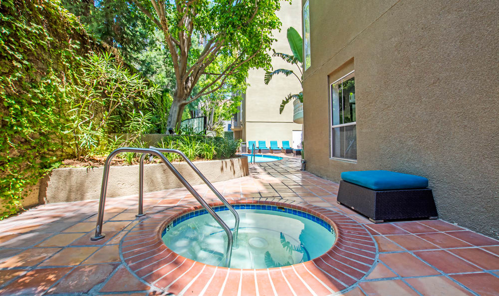 A hot tub that is great for entertaining at apartments in Los Angeles, CA