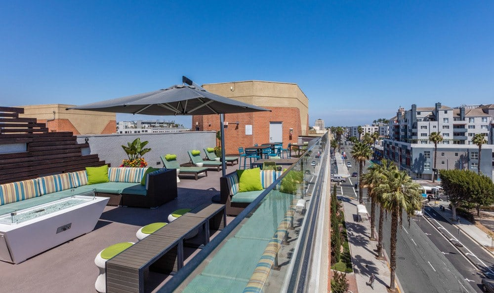 A bbq area that is great for entertaining at Sofi at 3rd in Long Beach, CA