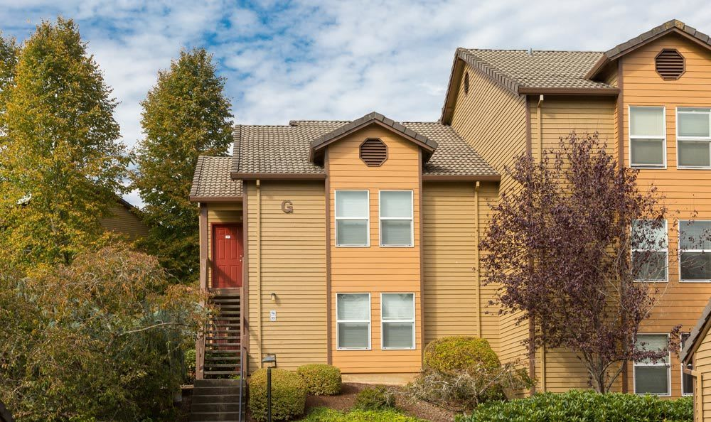 Apartments building at Sofi Lake Oswego in Lake Oswego, OR