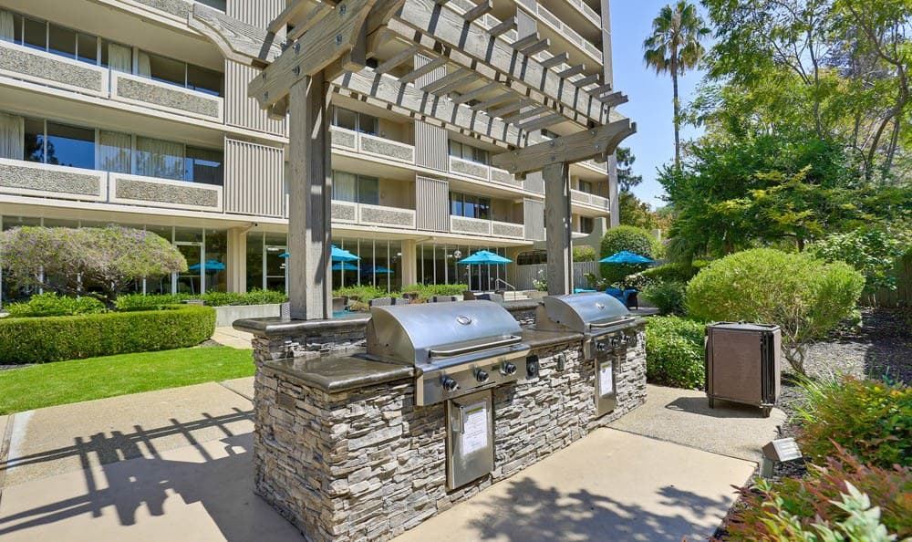 Exterior view BBQ area at apartments The Marc, Palo Alto in Palo Alto, CA
