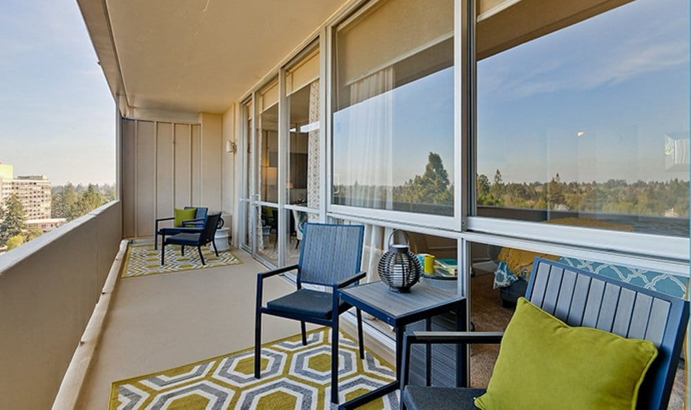 Palo Alto apartments includes outdoor lounging