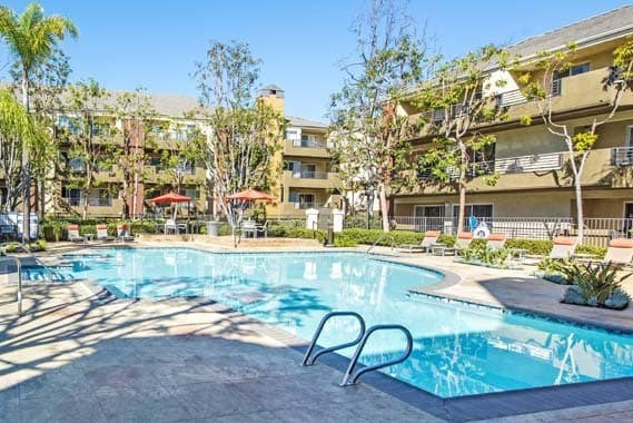 Irvine ca apartments near irvine business complex sofi - Menzies hotel irvine swimming pool ...